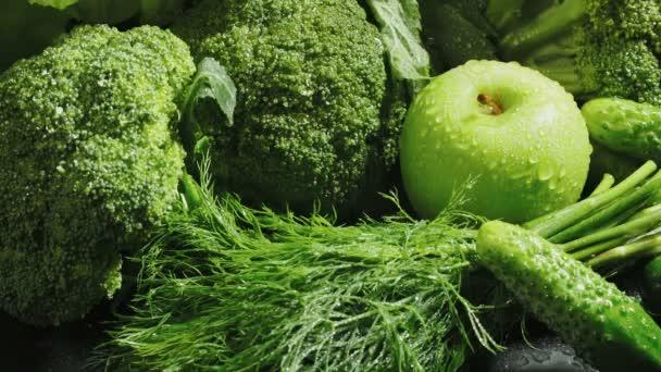 Videó az egészséges zöldségekről leeső sárgarépával