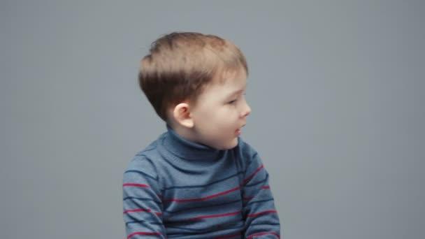 Video malého nešťastného čtyřletého chlapce
