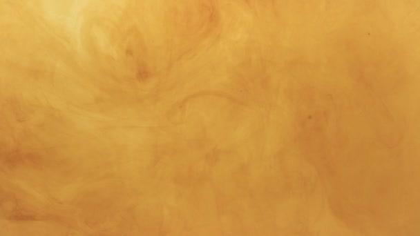 Hnědá barva se rozpouští v kapalině