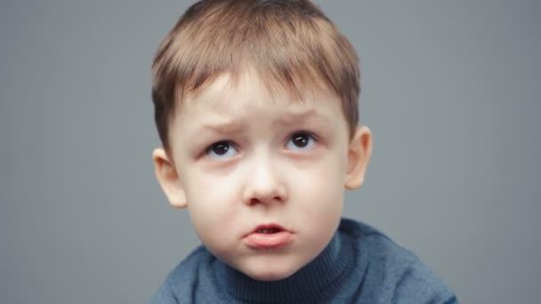 Video uraženého čtyřletého chlapce, portrét