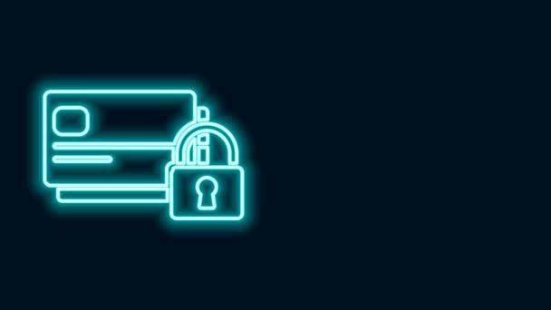 Ragyogó neon vonal Hitelkártya zár ikon elszigetelt fekete háttér. Zárt bankkártya. Biztonság, biztonság, védelem. A biztonságos fizetés koncepciója. 4K Videó mozgás grafikus animáció