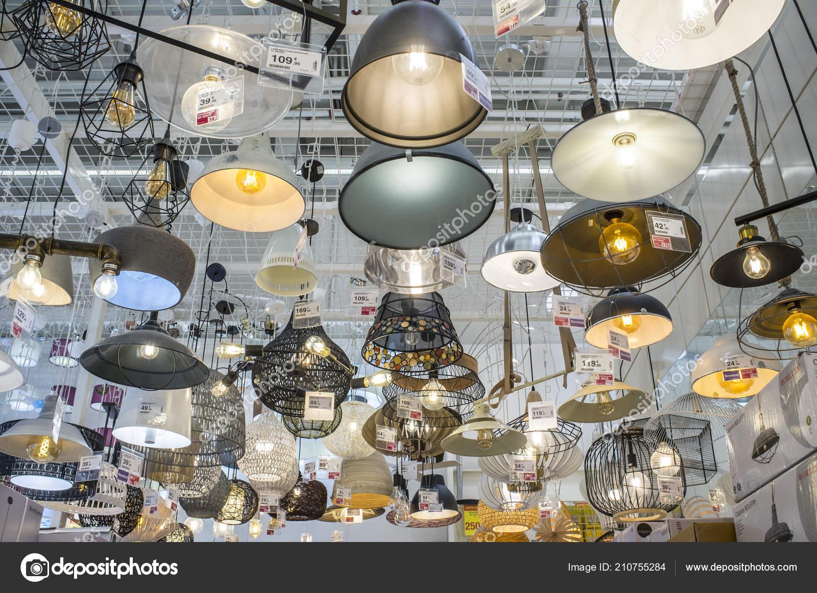 бадахос испания мая 2018 большой центр леруа мерлен магазин
