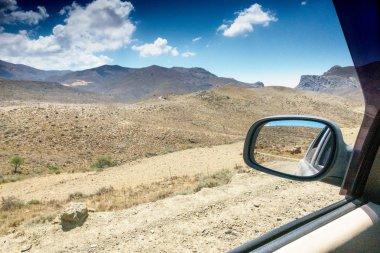 """Картина, постер, плакат, фотообои """"крупный план бокового зеркала автомобиля и вид на горы, крит, греция зеркало раме зеркала напольное прямоугольные диваны"""", артикул 232262816"""