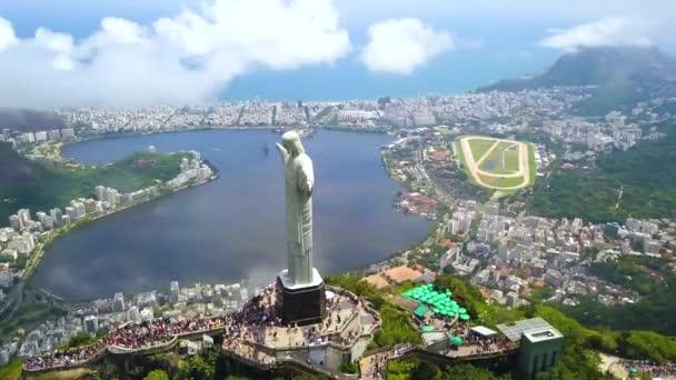 Kristus vykupitel Ježíš socha nad Rio De Janeiro, filmové letecké zobrazení