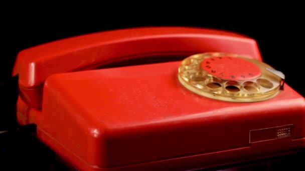Old Vintage Red Wired Festnetztelefon aus den 1980er Jahren. Schuss aus nächster Nähe