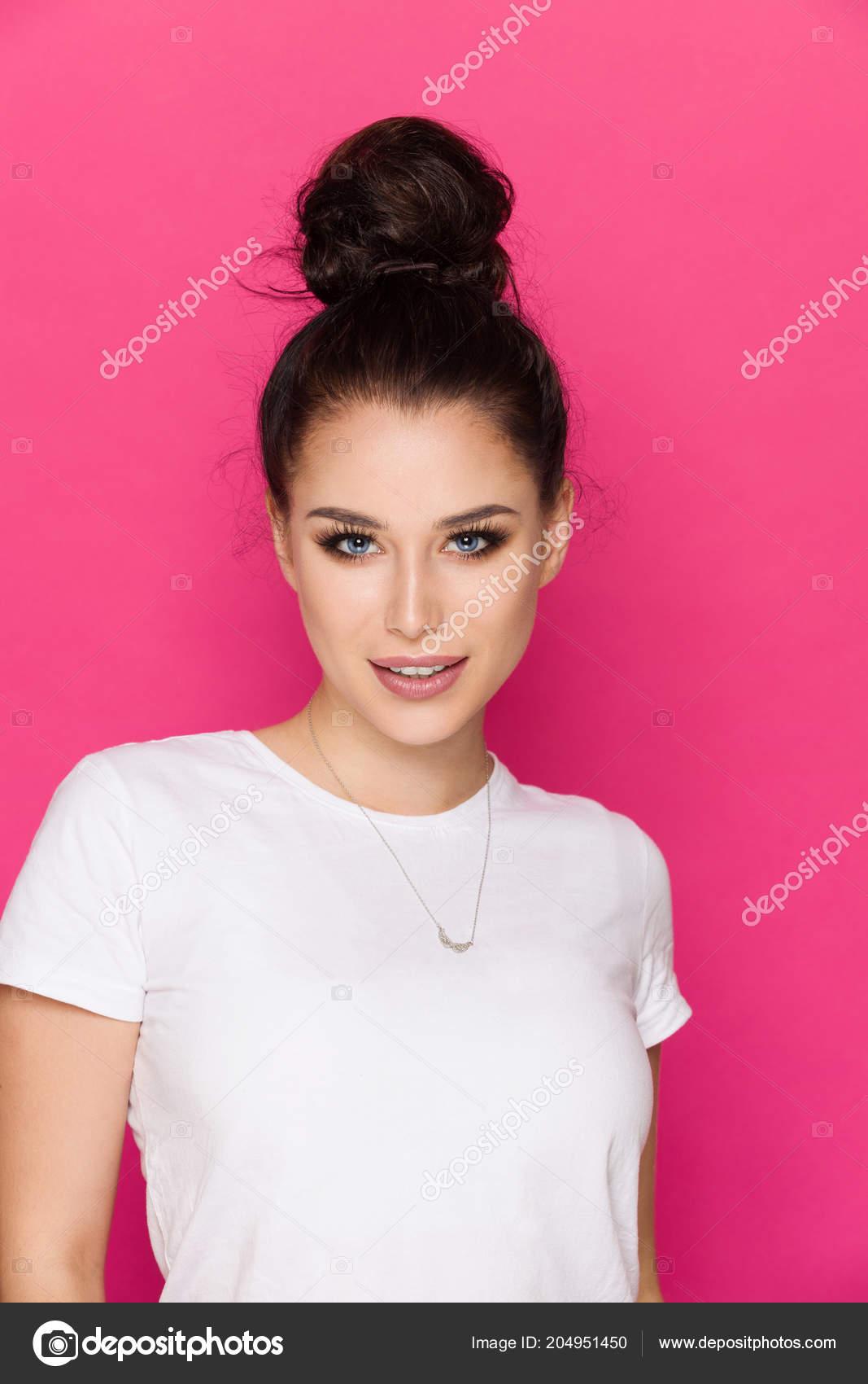 cb563aca0 Beautiful Young Woman Messy Bun Wearing White Shirt Looking Camera — Stock  Photo