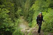 Turistka v nádherných roji Slovenského ráje Nationa