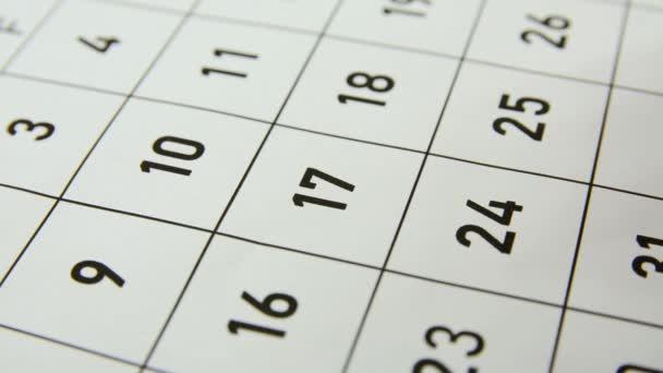 Scrivere la parola Deadline nel calendario il 17 del mese.