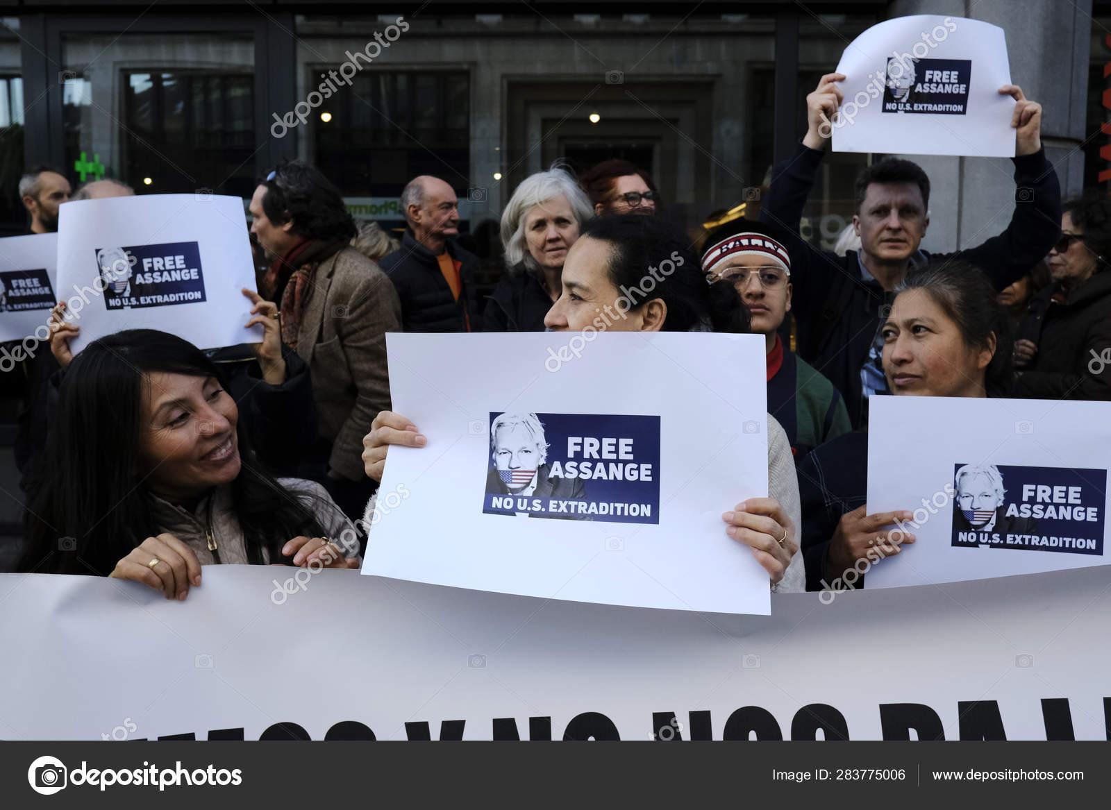 Amanda Detmer Wiki supporters of wikileaks founder julian assange rally outside