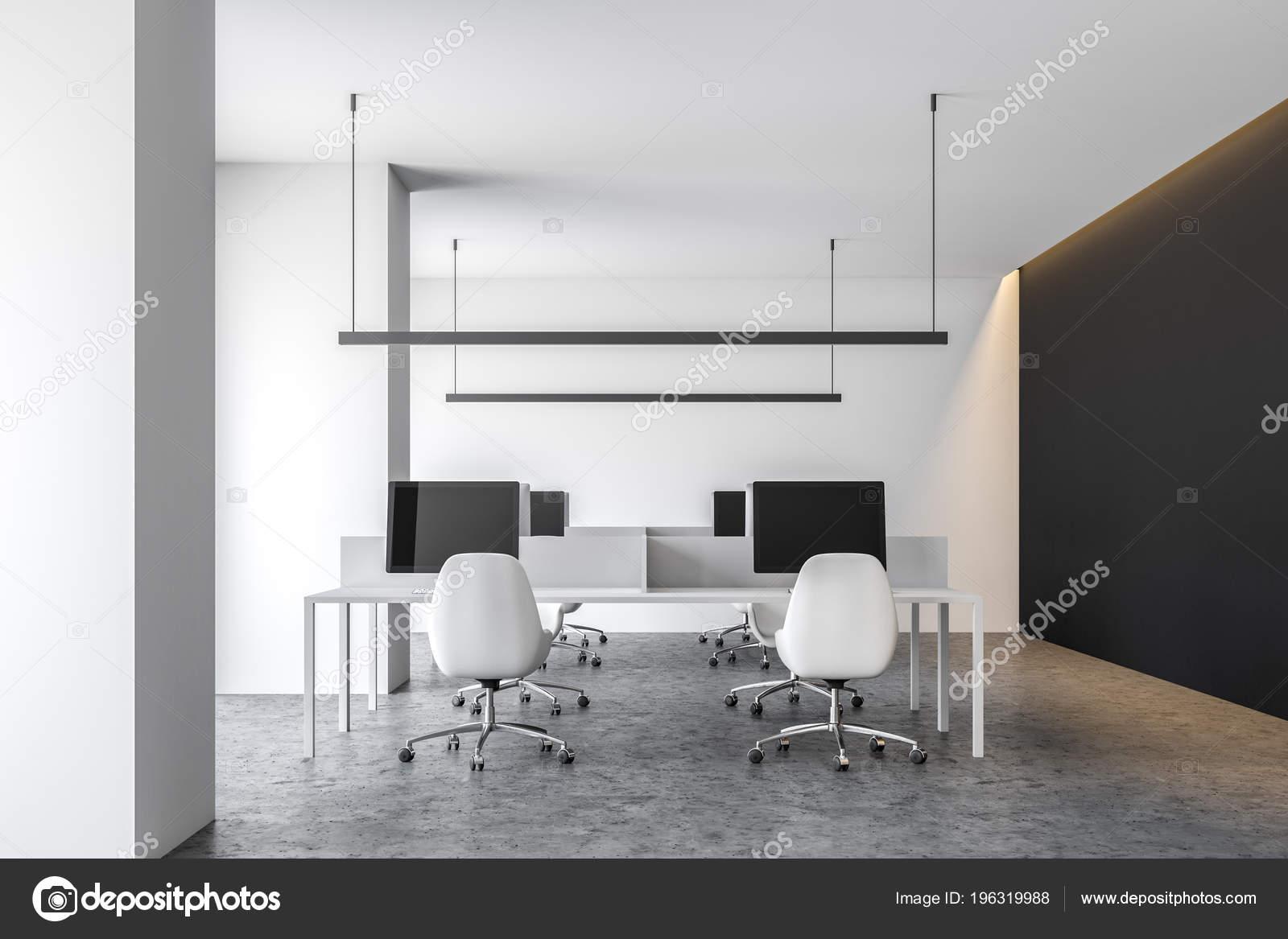 Intérieur bureau contemporain noir blanc avec plancher béton des