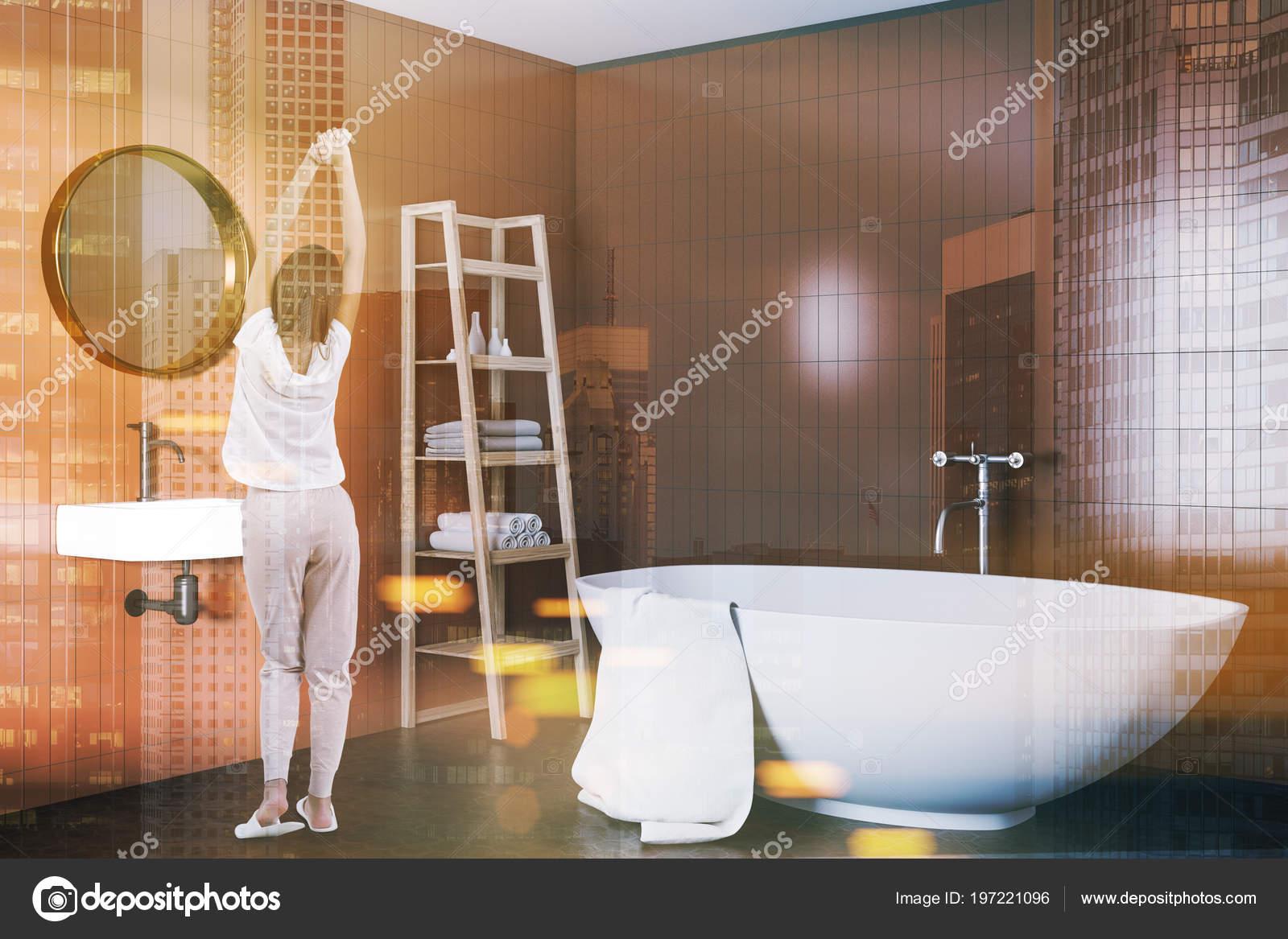 Vasca Da Bagno Bloccata : Angolo interno bagno beige con una vasca bagno bianca lavandino