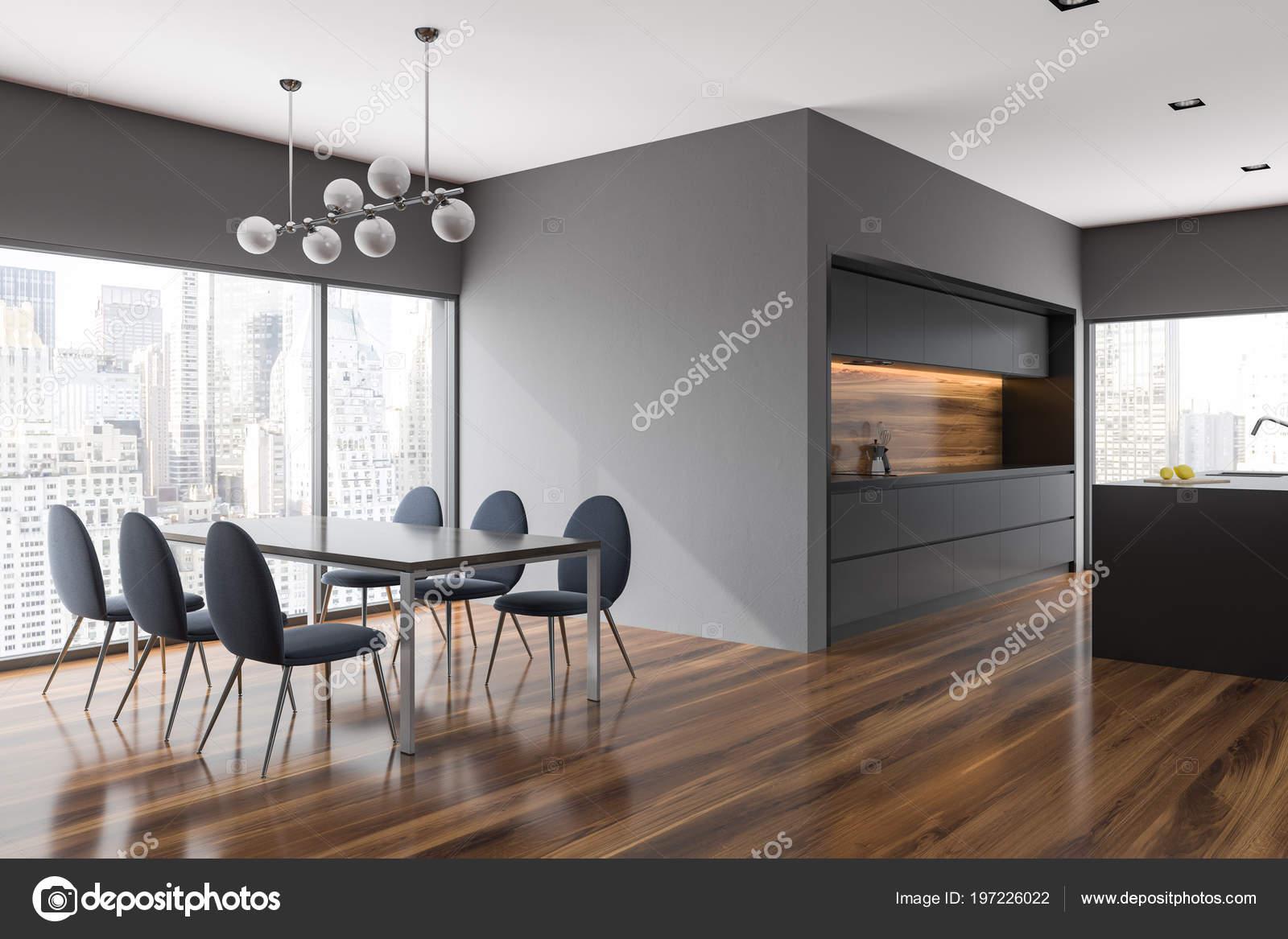 Gris De Salle à Manger Et Coin Cuisine Avec Fenêtres Panoramiques, Une Table  Et Des Chaises Foncés Près Du0027elle Et Partie Supérieure Du Comptoir.