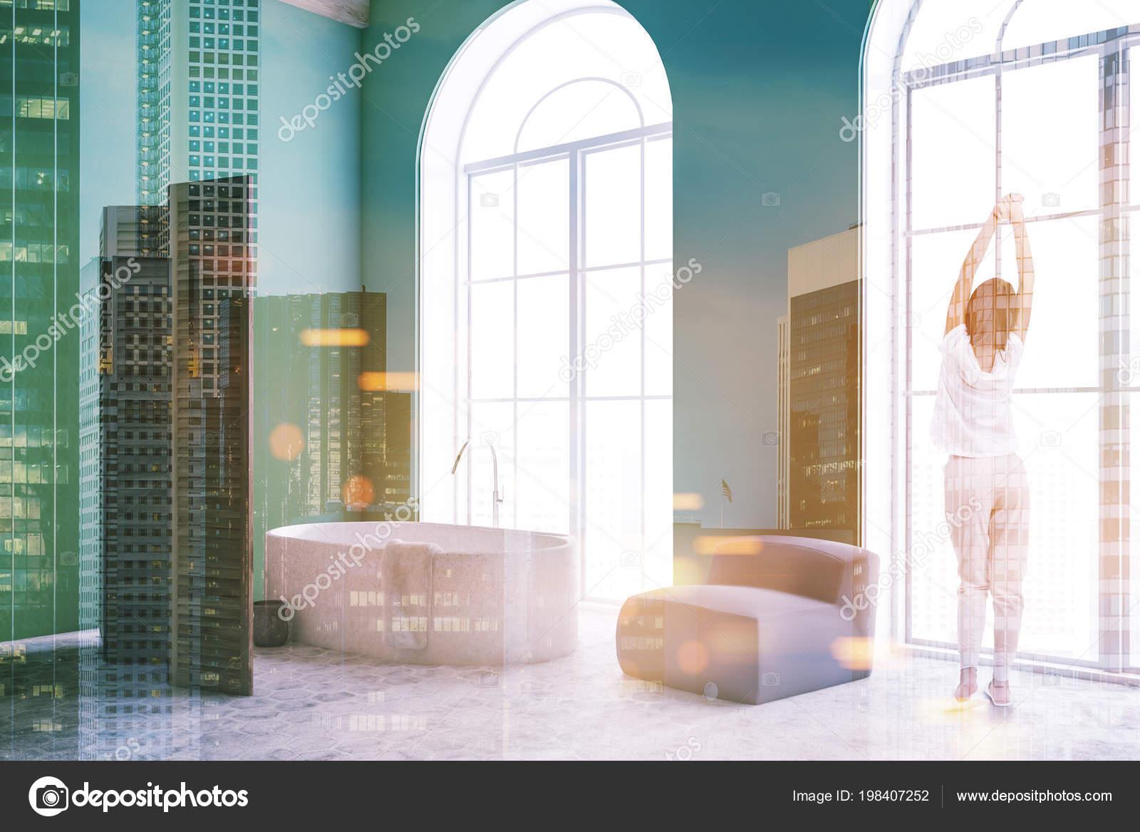 Vasca Da Lavare In Cemento : Donna interiore stanza bagno lusso verde con pavimento cemento una
