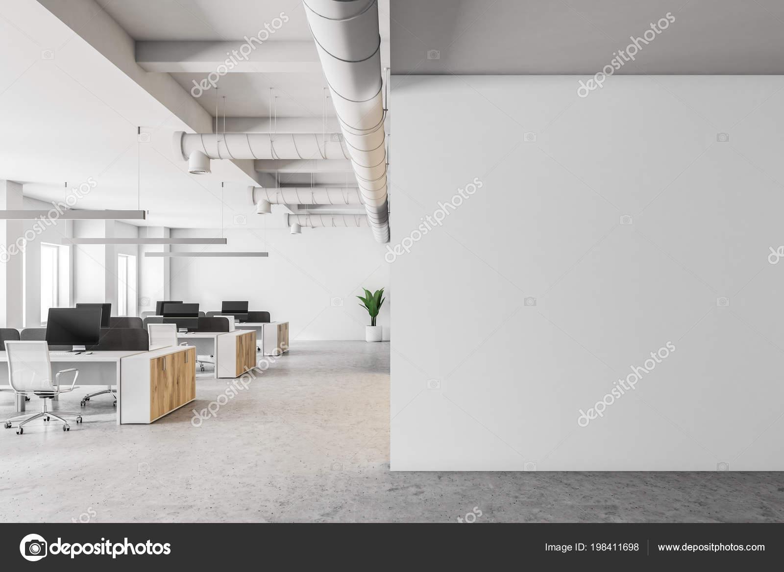 Otwartej Przestrzeni Wnętrz Biurowych Białymi ścianami Beton