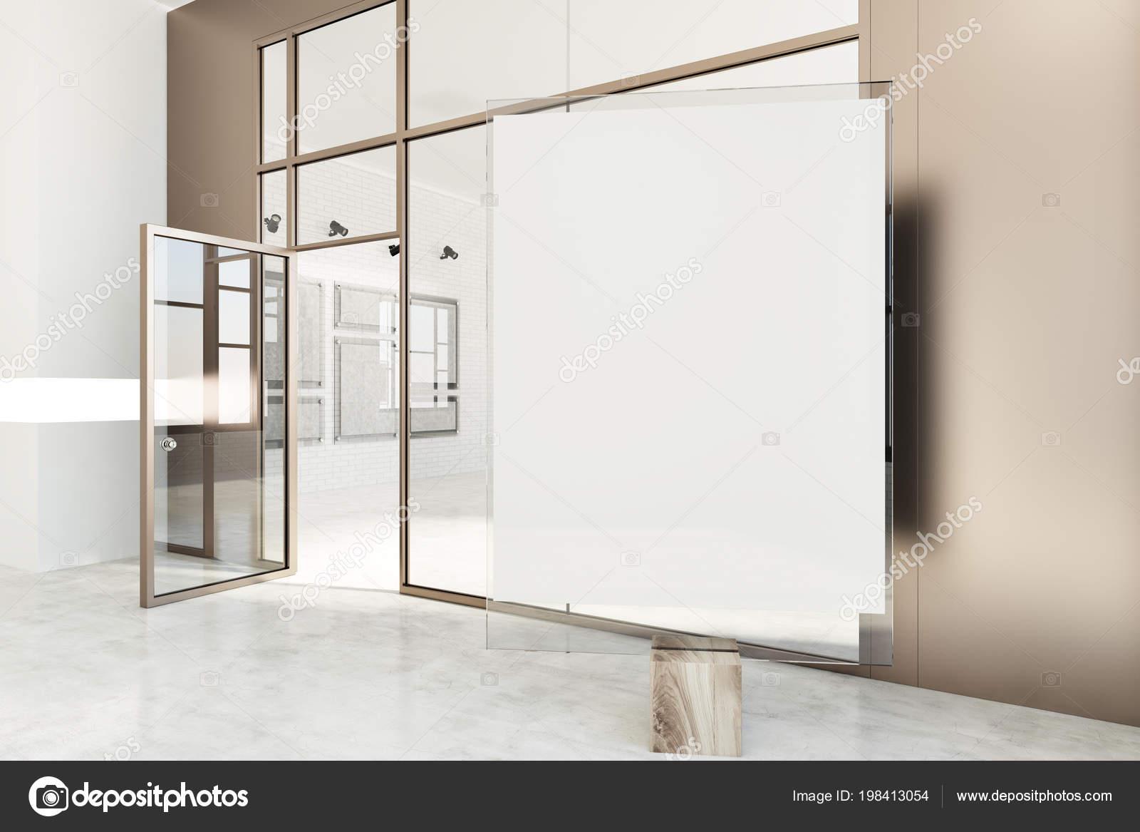 Galleria Poster Con Pareti Bianche Beige Pavimento Cemento Porte ...