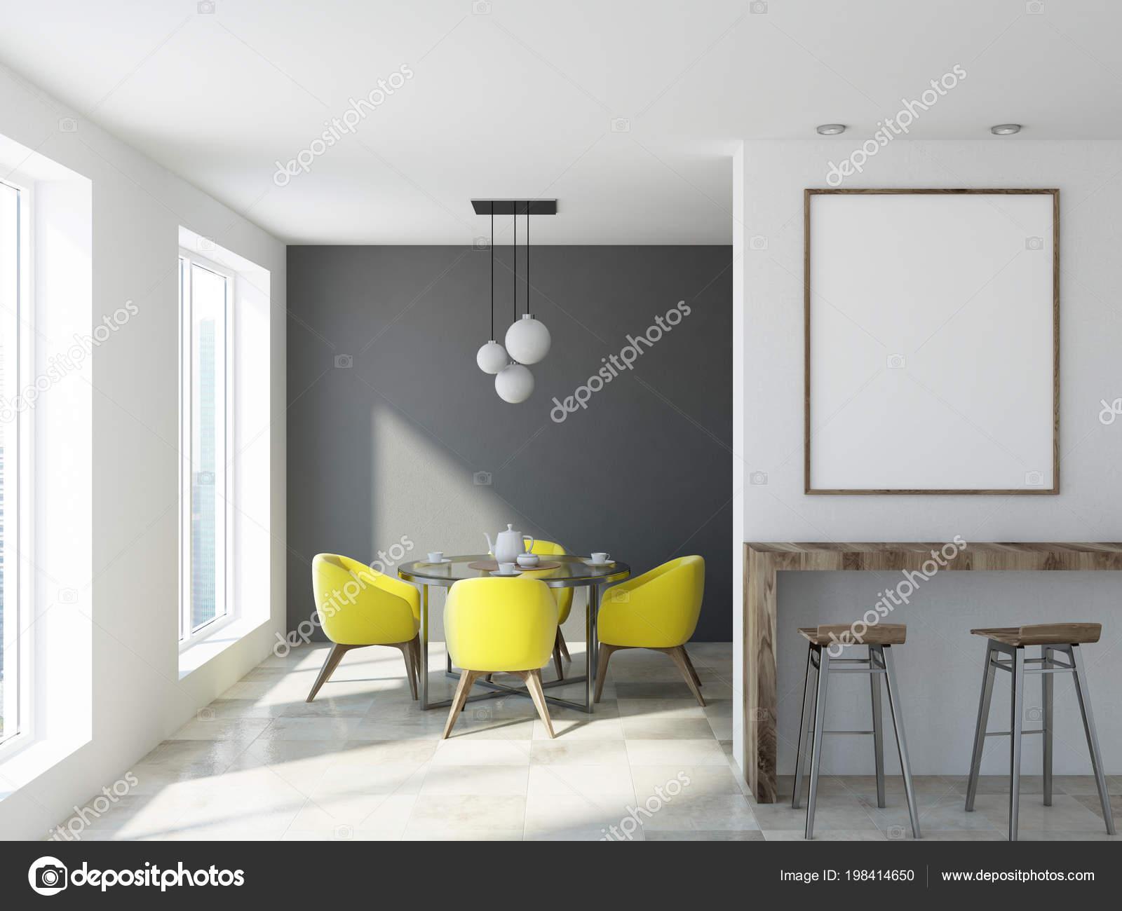 Interiore Sala Pranzo Classica Parete Bianca Grigia Con Una Tavola ...