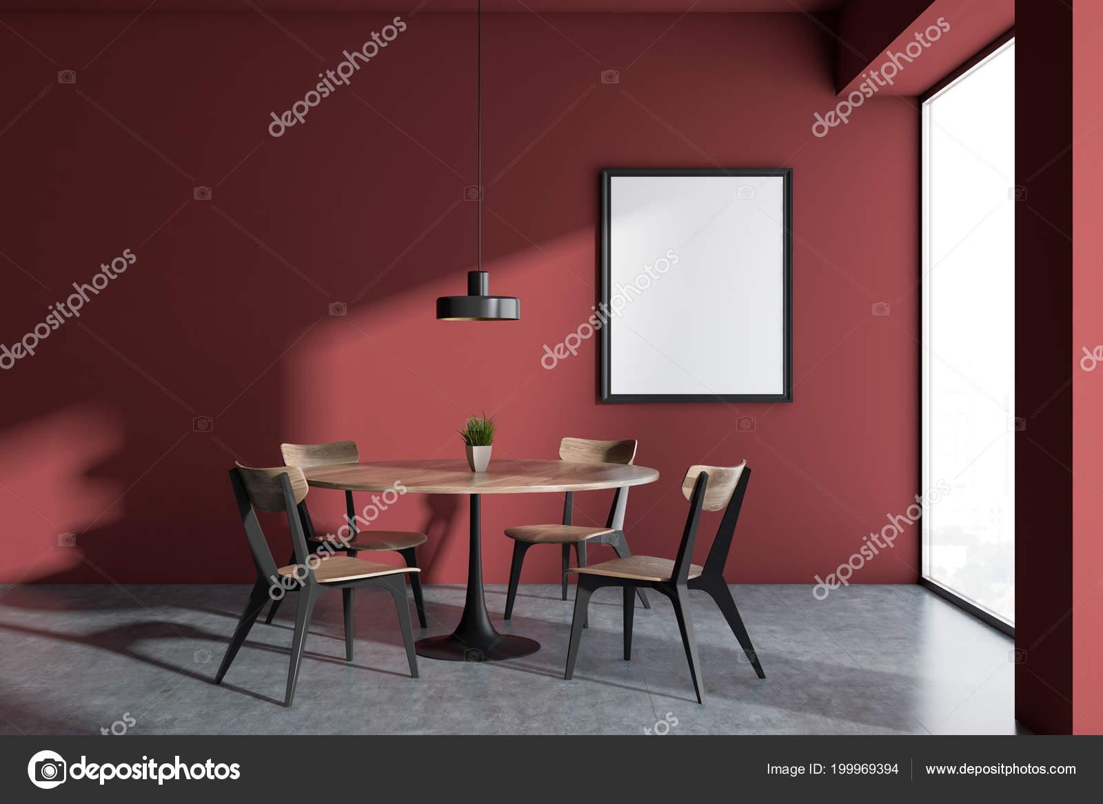Rode muur minimalistische scandinavische stijl eetkamer interieur
