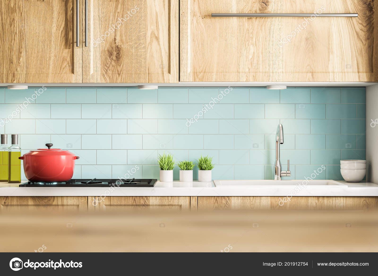 Blaue Fliesen Küche Interieur Mit Holz Arbeitsplatten Und Schränken ...