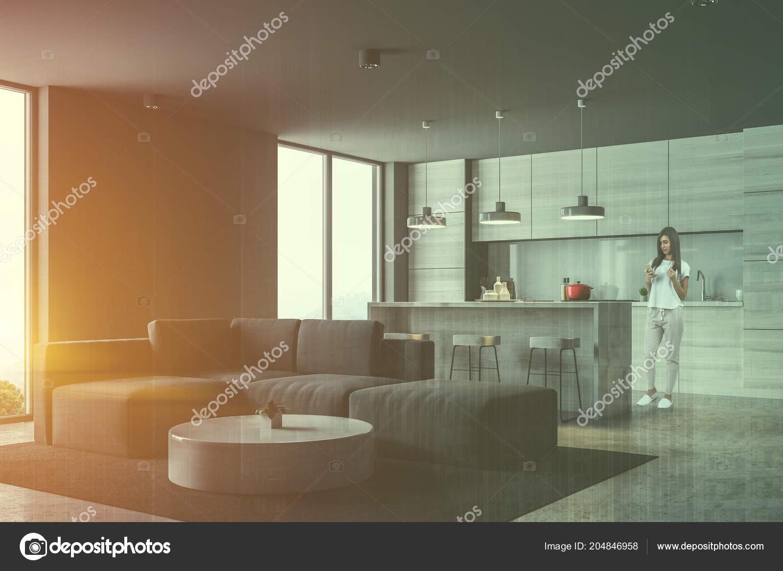 Donna angolo cucina grigia con bar loft windows soggiorno con u2014 foto