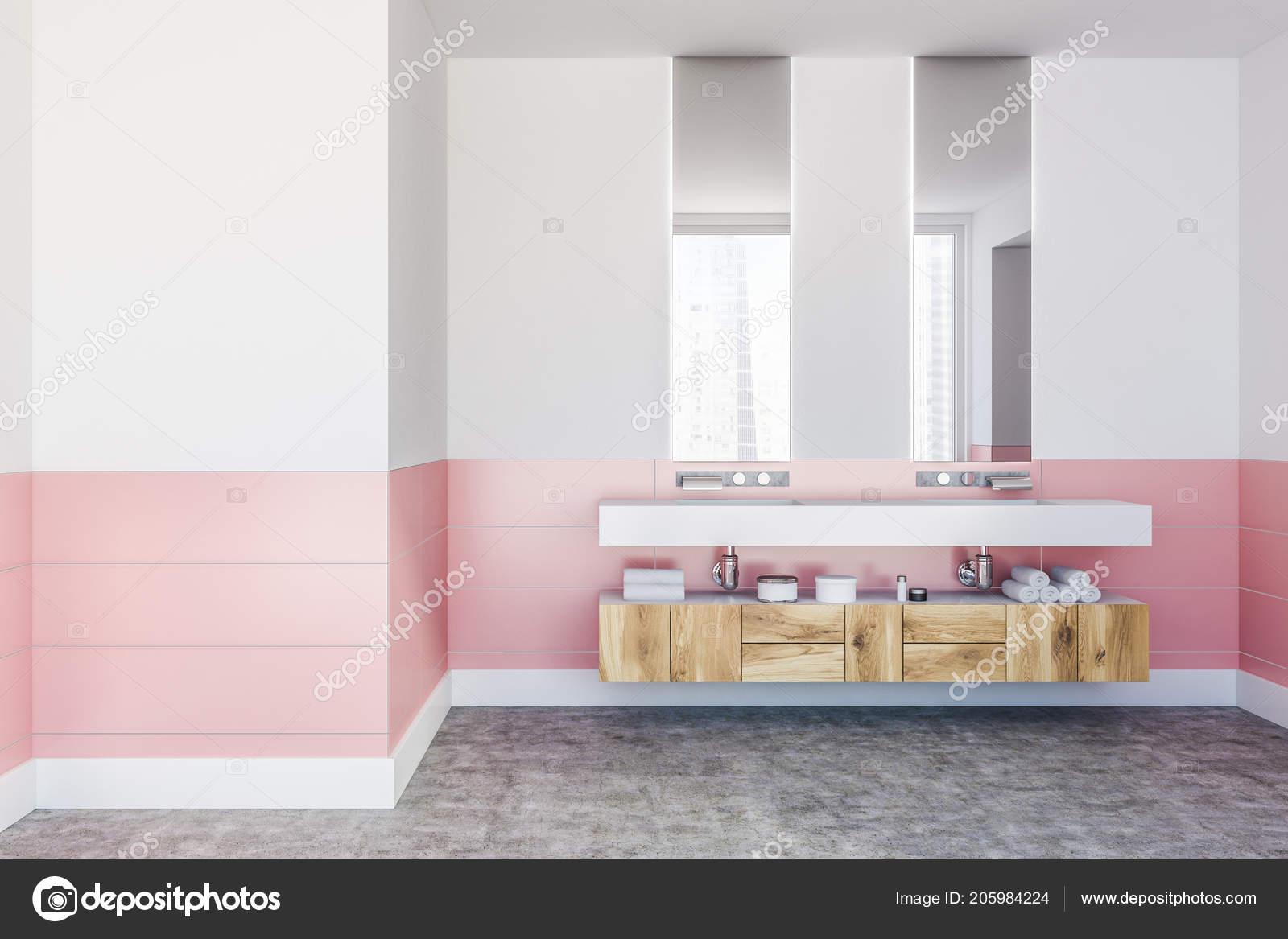 Double évier De Salle De Bain Debout Sur Une étagère Blanche En Chambre Mur  Blanc Et Rose Avec Des Miroirs Verticales Et étagères.