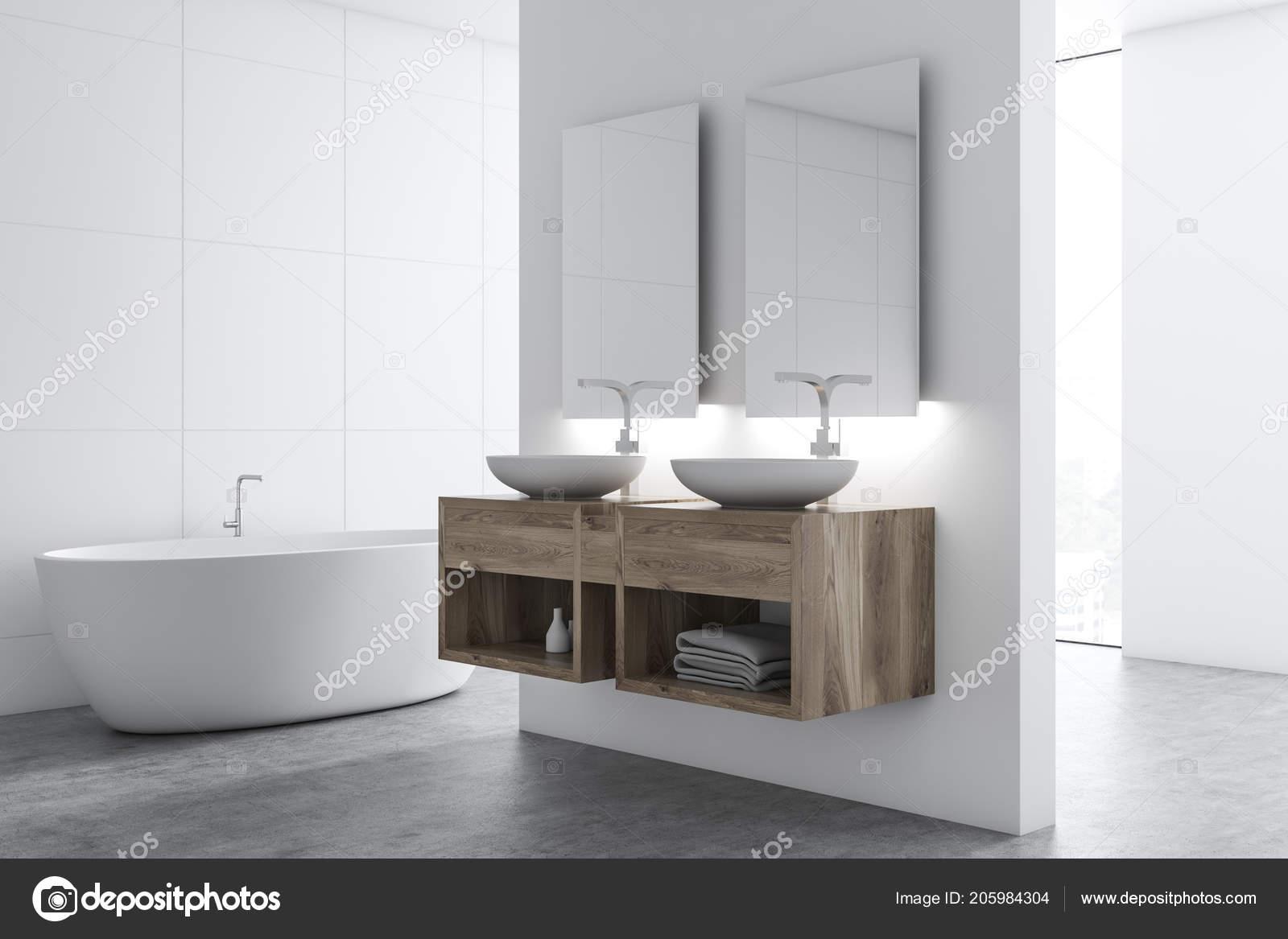 Vasca Da Bagno Verticale : Doppio lavandino del bagno con due specchi verticali una parete