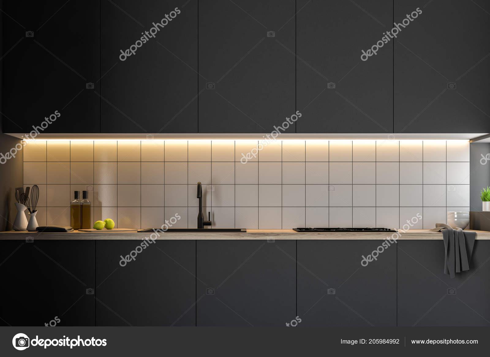 Piani cucina nera con costruito elettrodomestici piedi una cucina