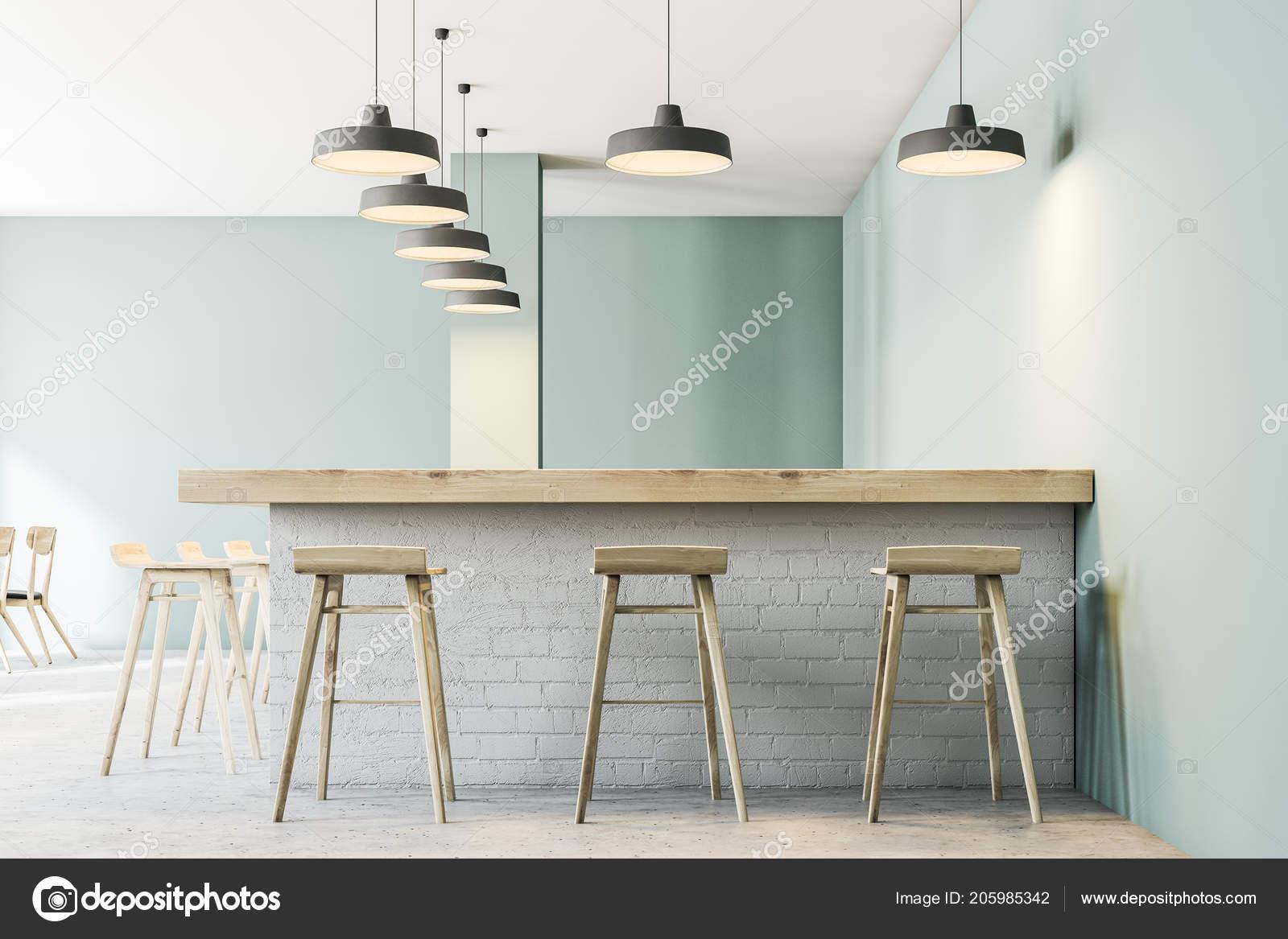 Bar con sgabelli interno moderno ristorante con pareti verde