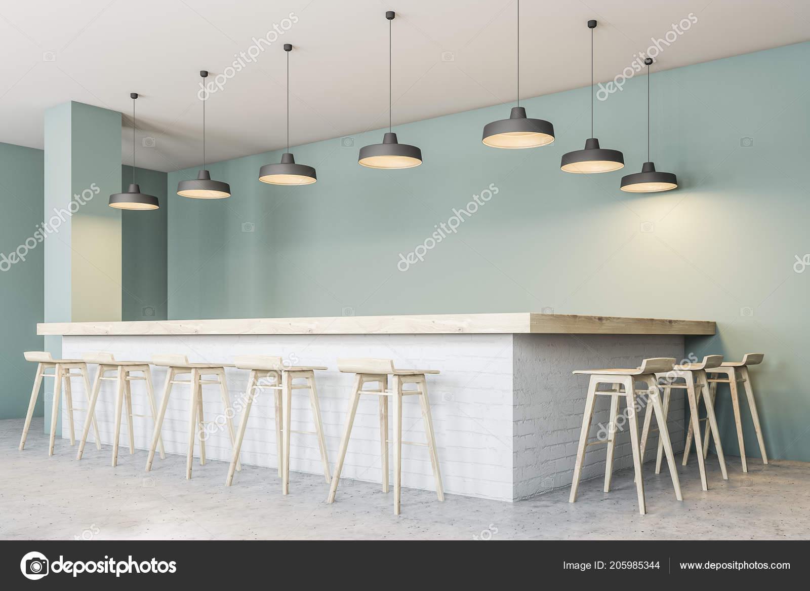 Bar con sgabelli angolo del ristorante moderno con pareti verde