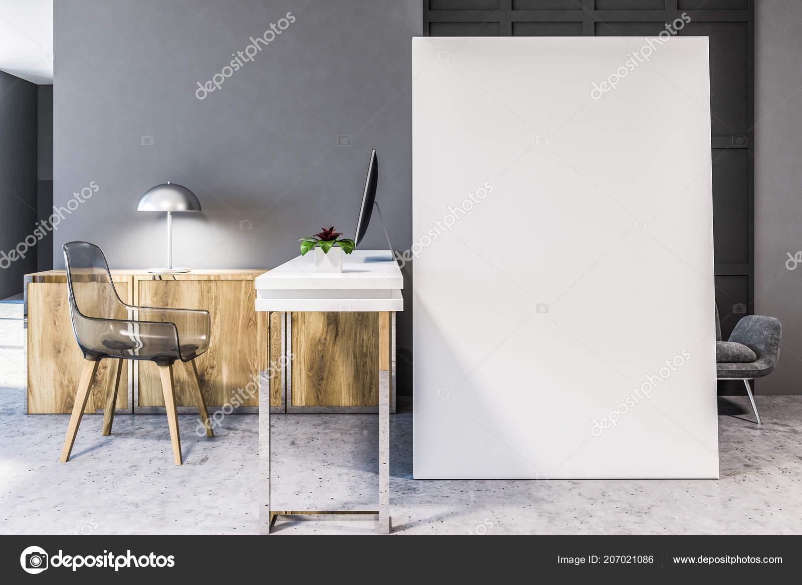 Grande affiche verticale tenant debout sur sol béton bureau