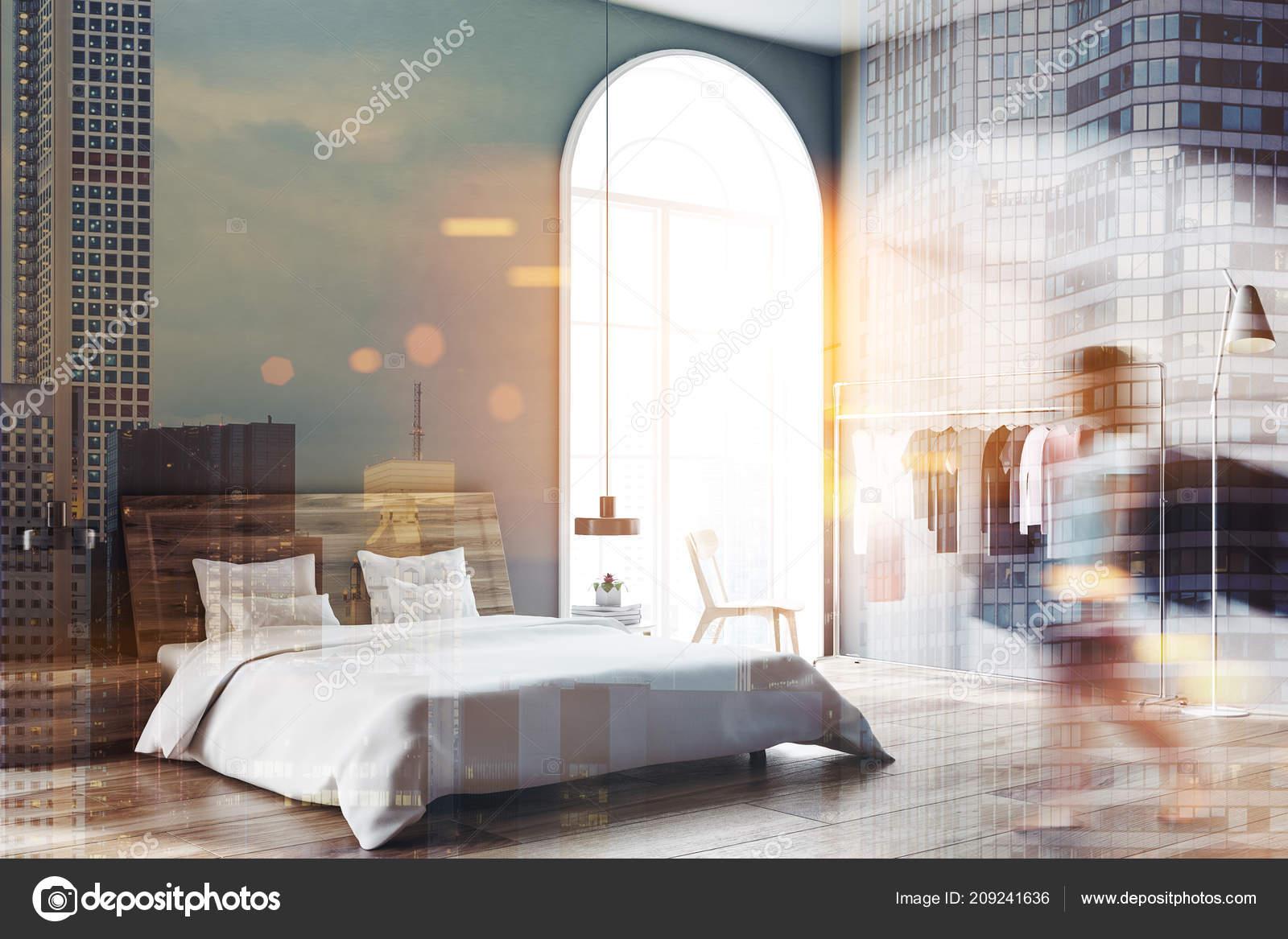 Femme Chambre Style Scandinave Avec Murs Gris Plancher Bois étendoir
