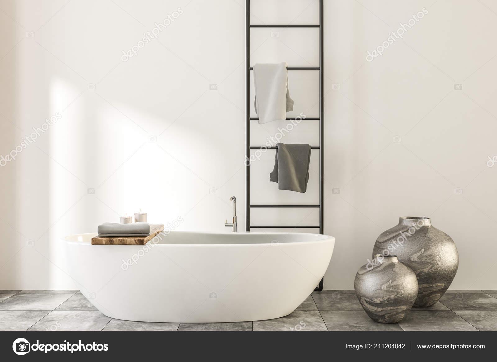 Portasciugamani Bagno A Muro : Interiore stanza bagno muro bianco legno con pavimento