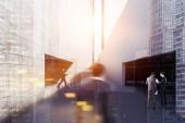 Fotografia Gente di affari in stretto passaggio tra due edifici commerciali con ingresso scala e parcheggio. Paesaggio urbano e cielo blu in una giornata calda. 3D rendering mock up tonica immagine doppia esposizione offuscata