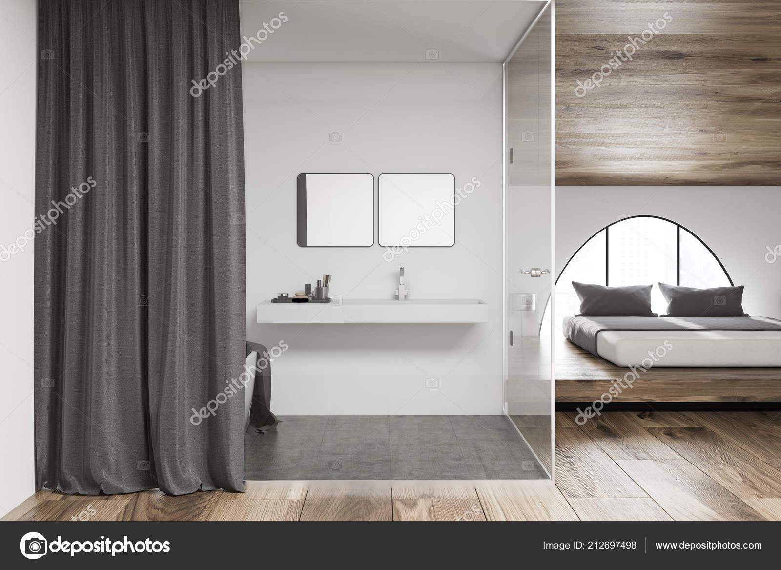 Modern Badkamer Interieur : Interieur van moderne badkamer met grijze gordijn wastafel met