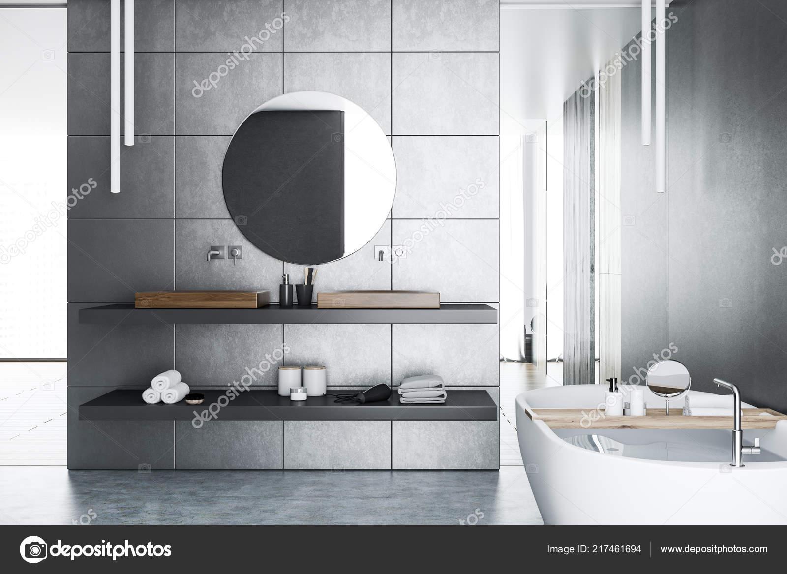 Interieur De La Salle Bain Luxueuse Avec Gris Carrelage Murs Sol En Beton Fenetres Panoramiques Blanc Baignoire Et Double Lavabo Un Miroir Rond