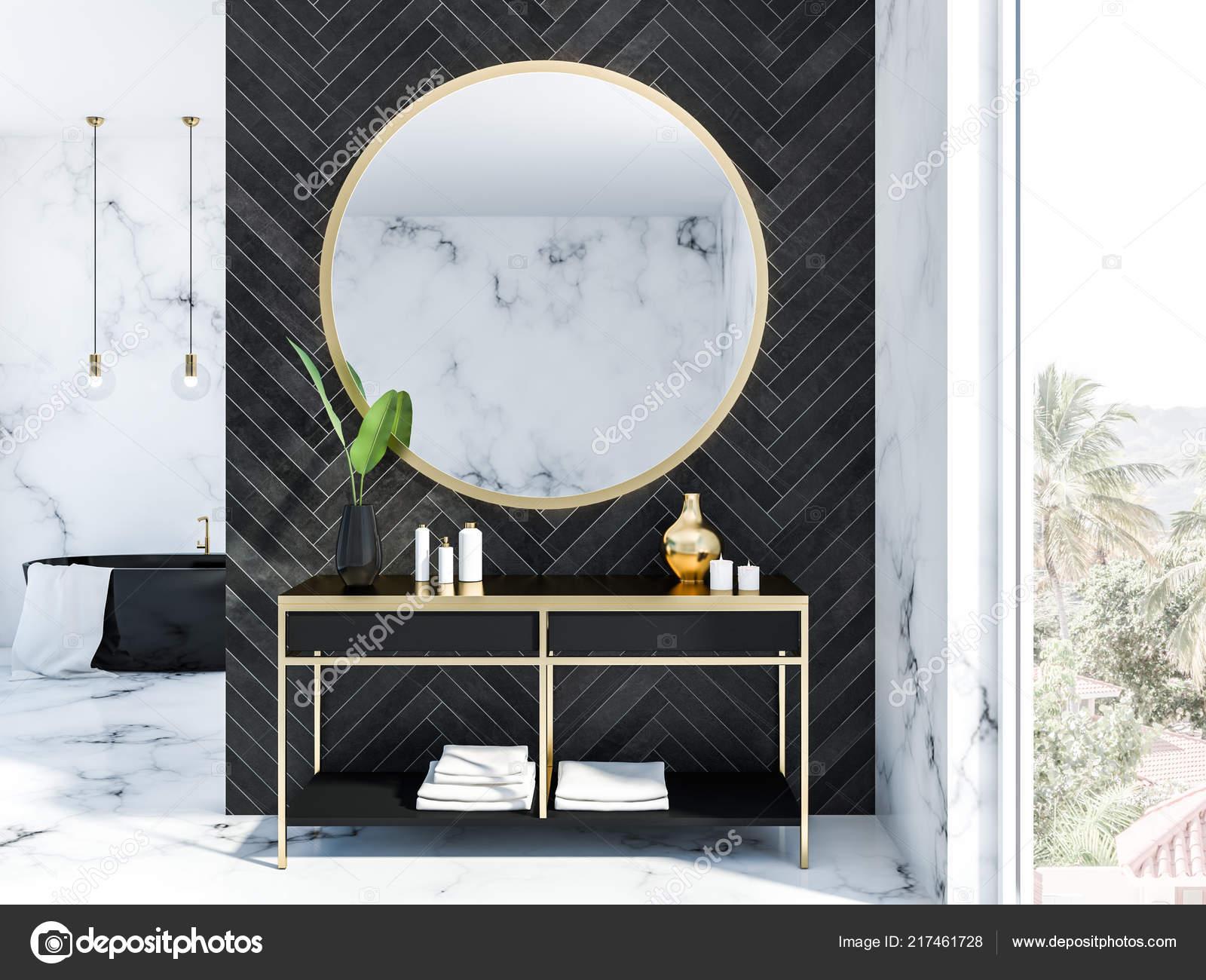 Zwarte Ronde Spiegel : Wit marmer zwarte houten badkamer interieur met een zwarte badkuip