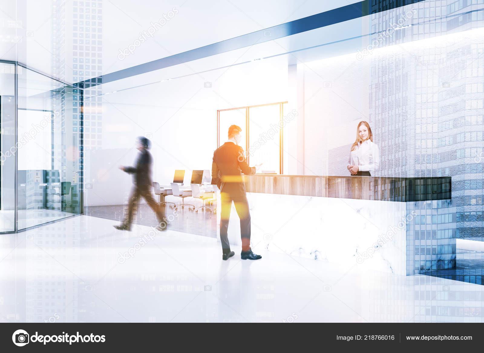 Sol En Beton Interieur gens affaires intérieur bureau minimaliste avec des murs
