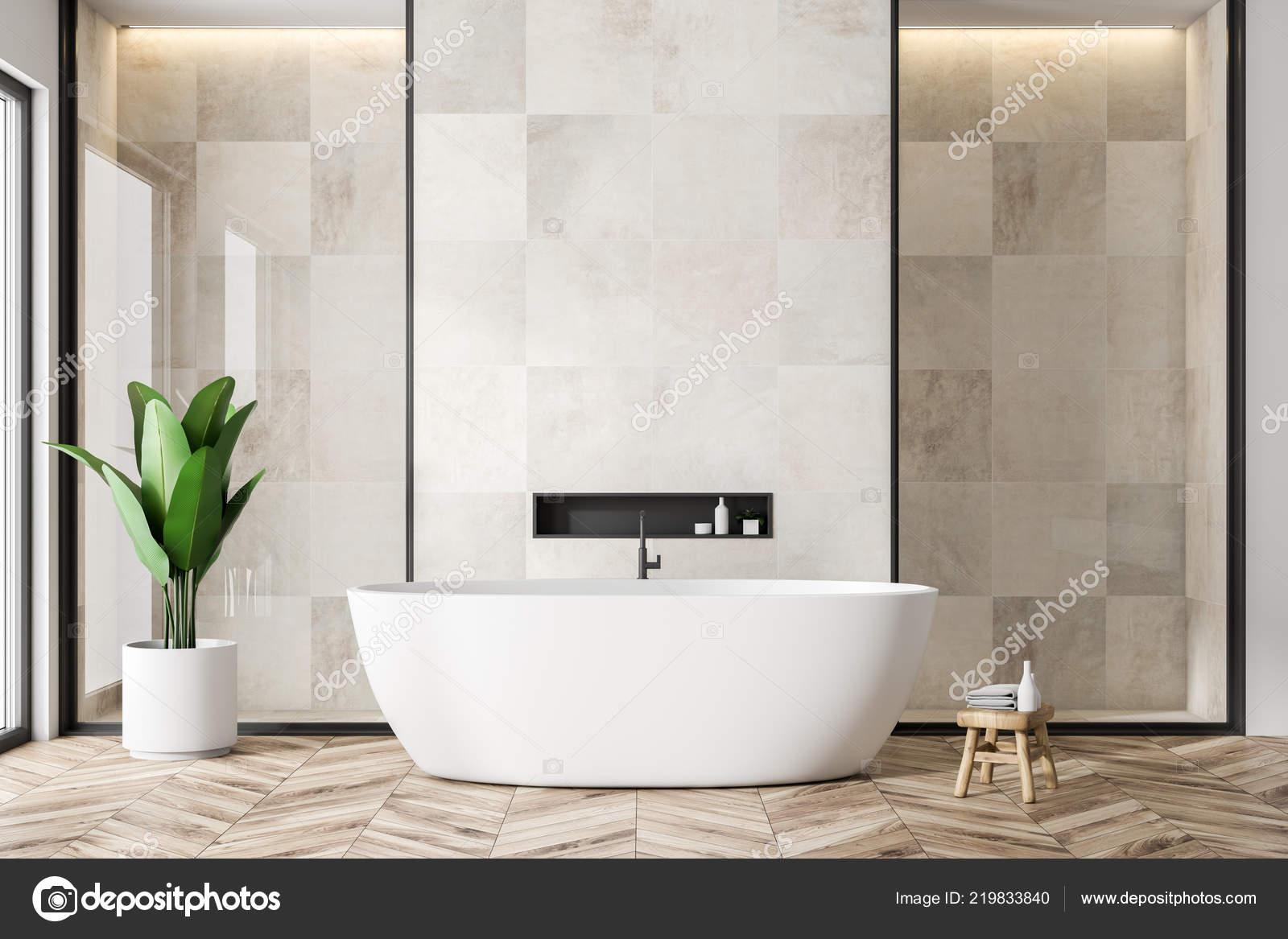 Interno del bagno moderno con piastrelle bianche pareti pavimento