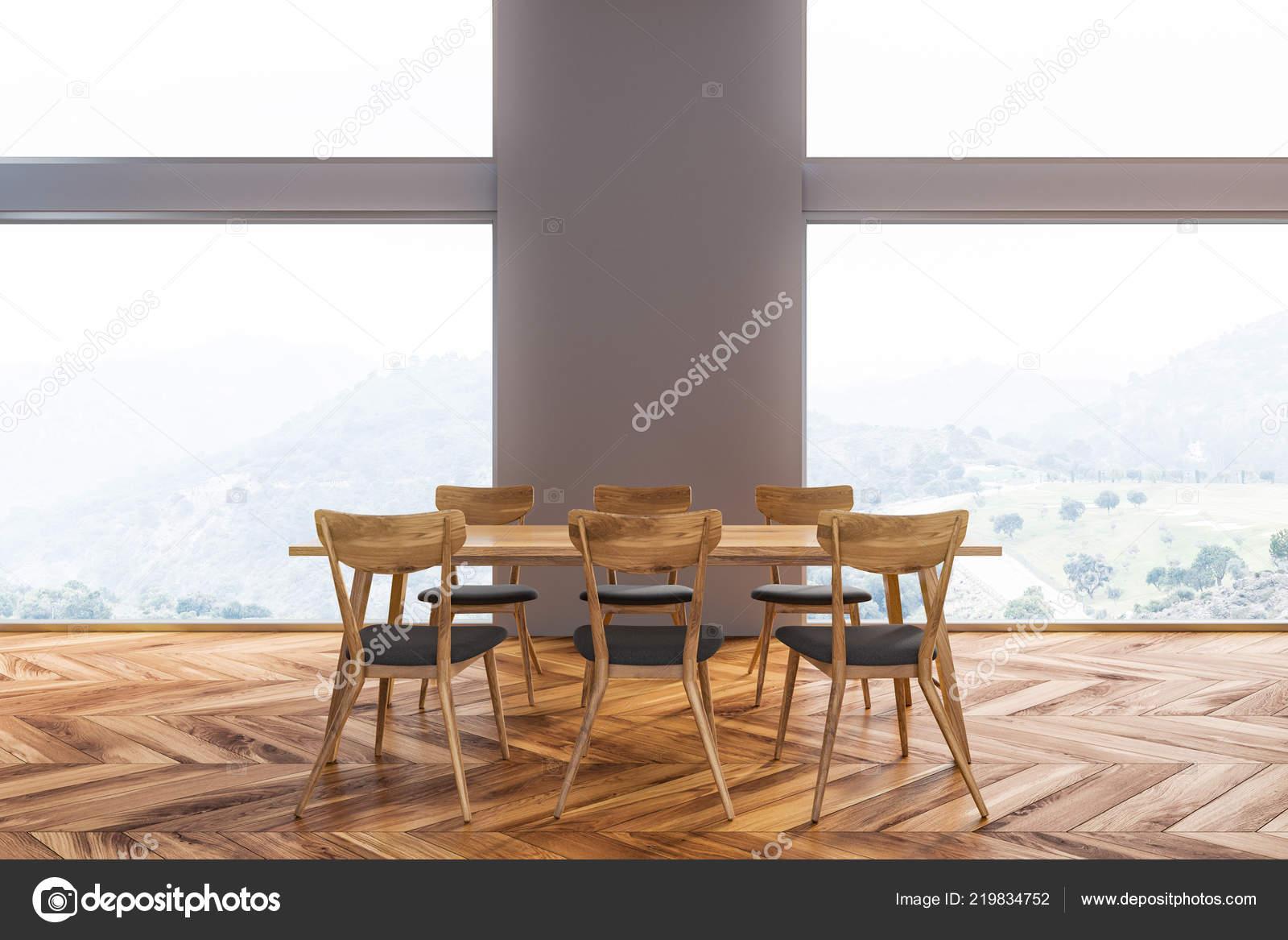 Interieur van eetkamer met grijze muren houten vloer lange tafel