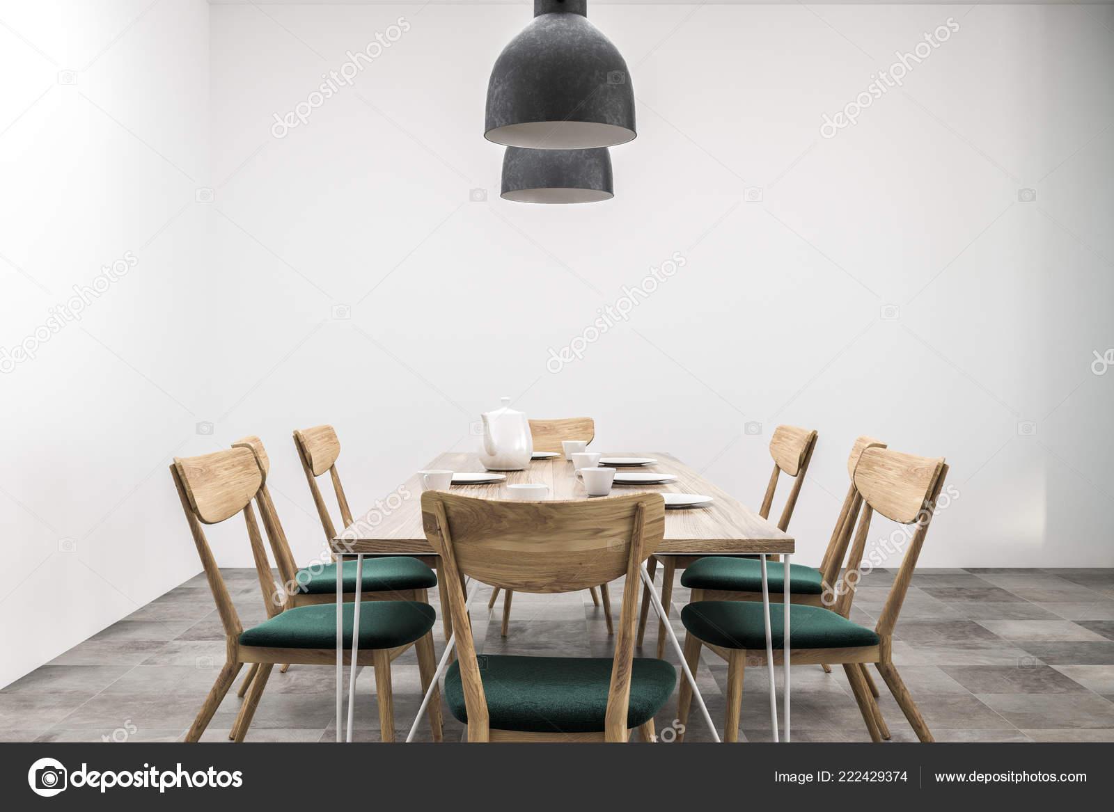 Houten Tafel Met Witte Stoelen.Interieur Van Eetkamer Met Witte Muren Lange Houten Tafel