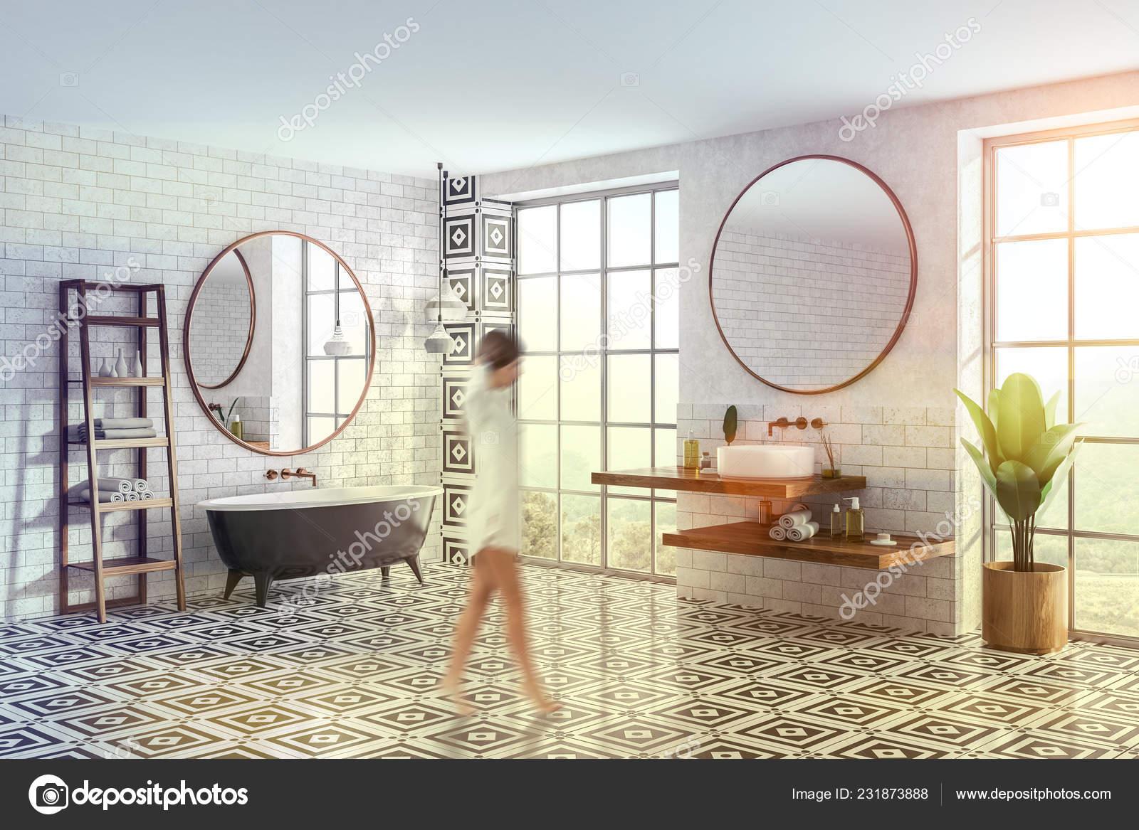 Mujer Esquina Del Cuarto Baño Moderno Con Paredes Ladrillo ...