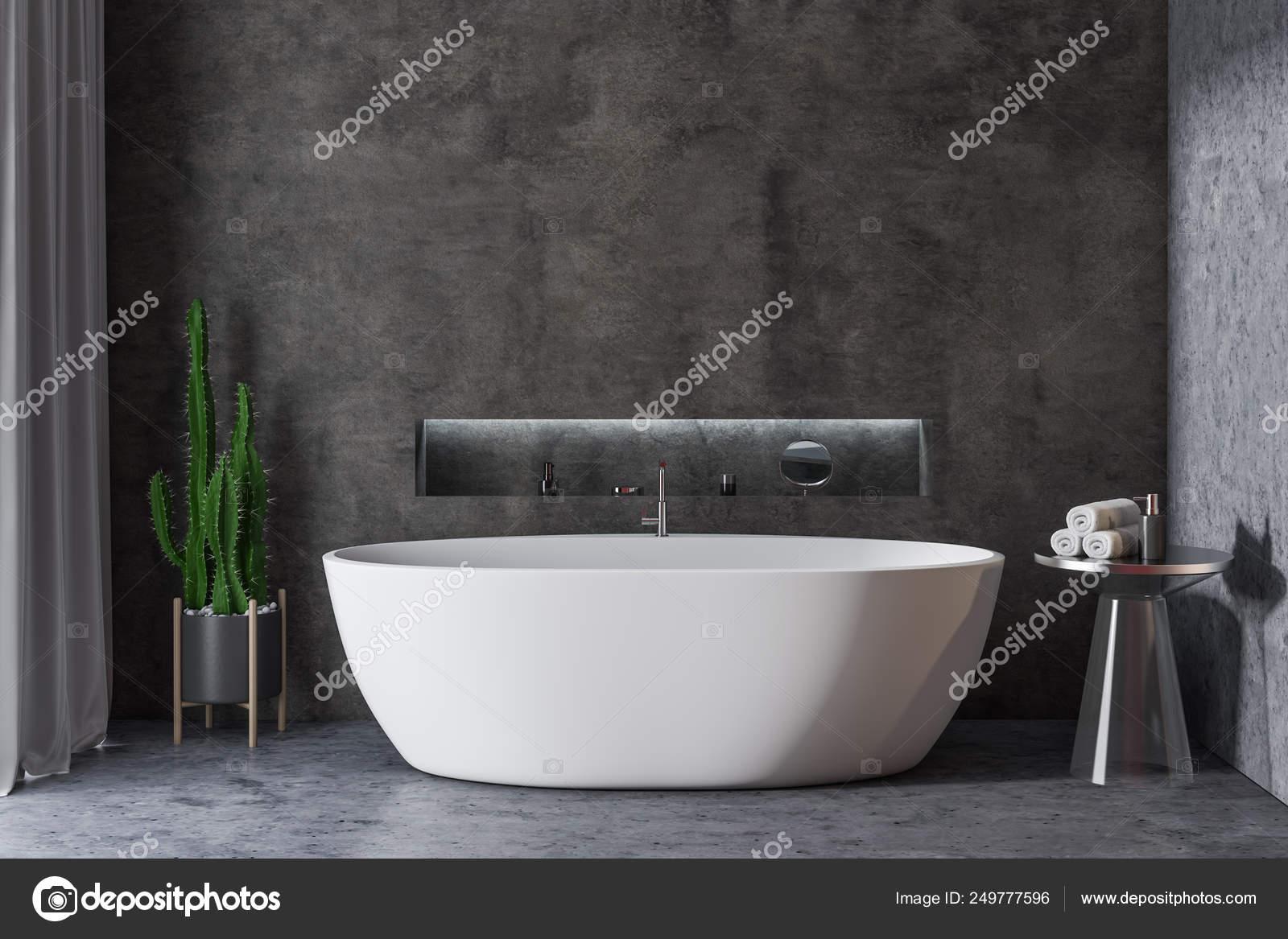 Interni Di Cemento Bagno Con Vasca Da Bagno Foto Stock