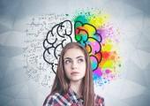 denkende lässige Frau, Gehirnskizze