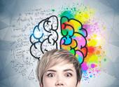 verblüffte junge Frau, kreatives Denken