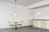 Minimalistický interiér hospody z bílých cihel