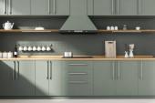 Interiér stylové kuchyně s šedými cihlovými zdmi, dřevěnou podlahou, šedou a dřevěnou skříní a pultem s vestavěným umyvadlem a vařičem. 3D vykreslování
