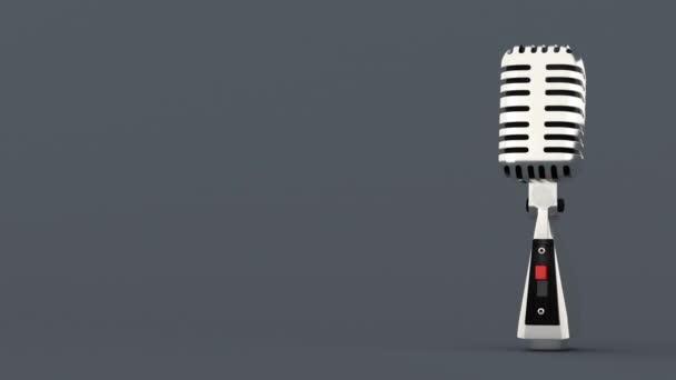 Luxusní retro mikrofon na šedém pozadí