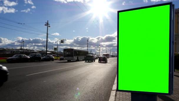 Billboard zelená obrazovka na ulici v Petrohradě. Rusko