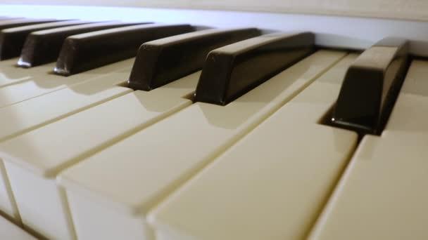 Klaviertastatur in Nahaufnahme