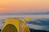 Sárga sátor szempontból Doi Sa-Ngo, Chiang Sean, Chiang Rai tartományban, Thaiföld.