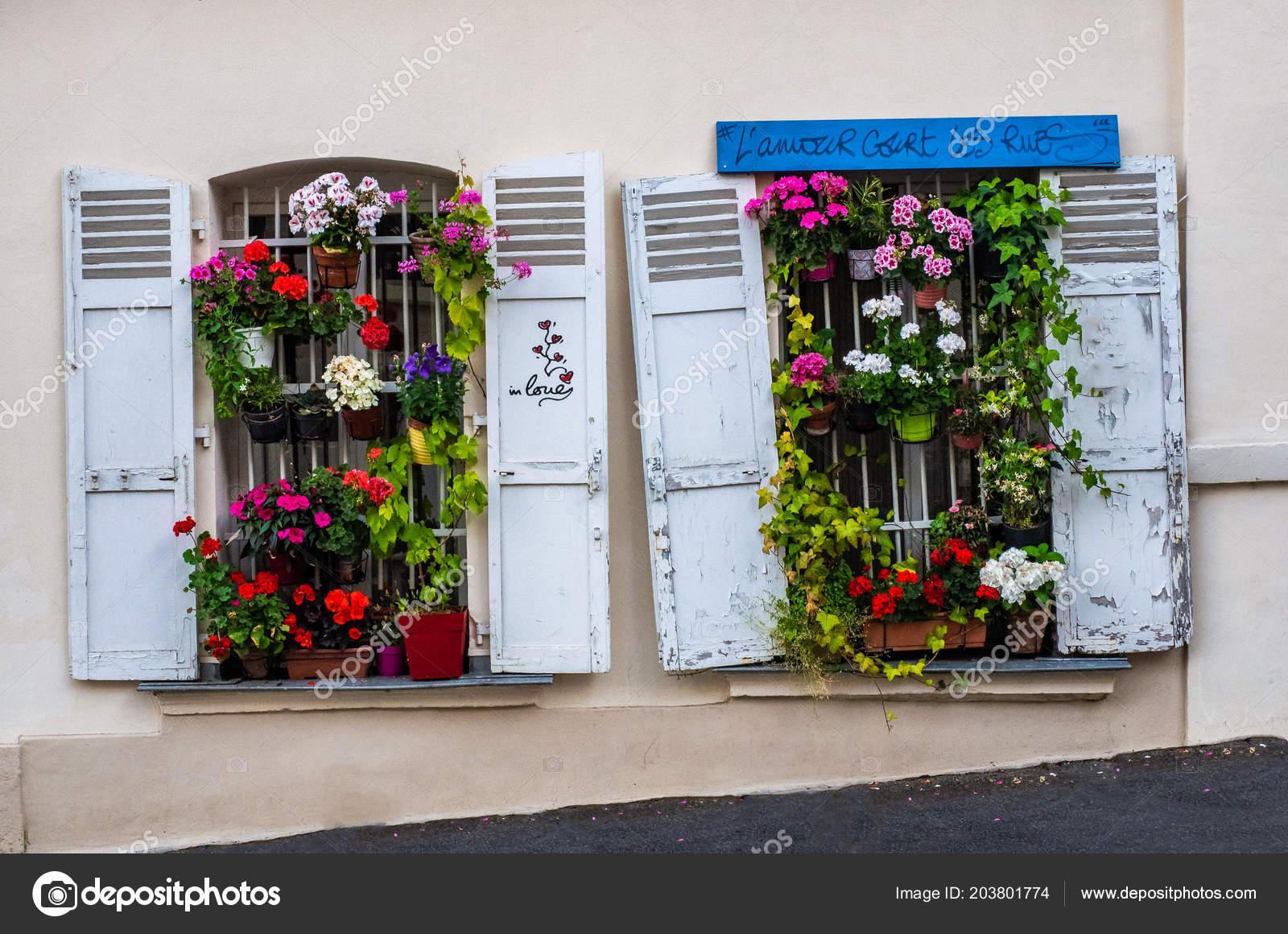 Fioriere Per Persiane ~ Antonio fabbrocino casa finestre con persiane fioriere bordo del